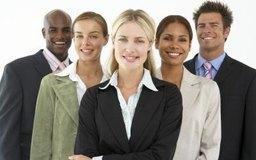 El carisma es a menudo un rasgo poderoso en la motivación del personal y el apoyo de los empleados y el público.