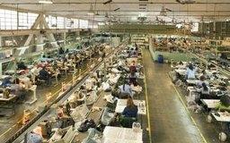 Una especialización desmesurada puede ocurrir en plantas de ensamblaje en el que los empleados tienen una tarea específica para realizar.