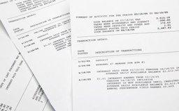 El FASB regula cómo las empresas reportan su información financiera.