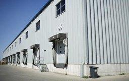 Las operaciones de almacén son un aspecto de la logística de comercialización.