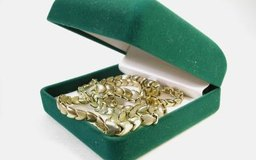 Muchas personas están obteniendo una ganancia significativa vendiendo sus joyas de oro.