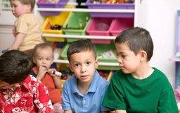 El costo para acomodar a cada niño se incluyen en los costos de inicio para un centro de cuidado infantil.