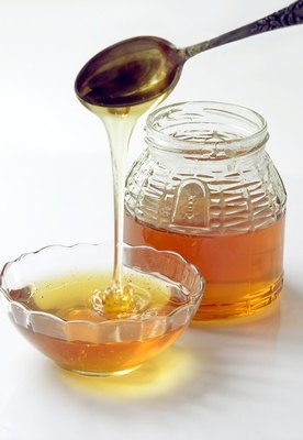 Nutritional Differences Between Honey & Sugar