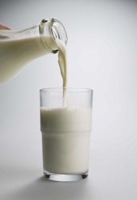 What Is the Difference Between Vitamin D Milk & 1% Milk?