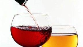 Cómo curarte de una resaca causada por el vino tinto.