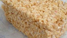 Cuadrados de cereal de arroz.