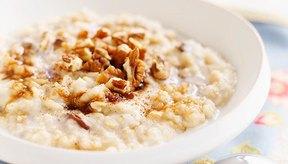 Un bol de avena cortada para el desayuno te saciará hasta el almuerzo.