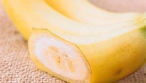 Para un convite, ella sugiere asar bananas con cáscara, 5 minutos de cada lado.