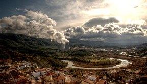 Las plantas nucleares causan contaminación por radiación.