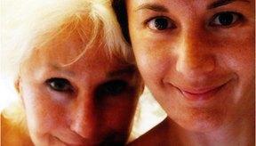 La edad media de inicio de los síntomas de la menopausia es 51.
