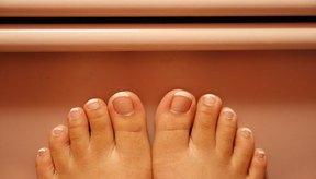 El dolor en la articulación del dedo medio es frecuente en los pies.