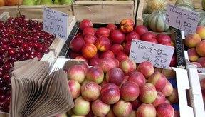 Un enfoque más saludable para bajar de peso puede ser el de comer alimentos frescos, como frutas, verduras y legumbres.