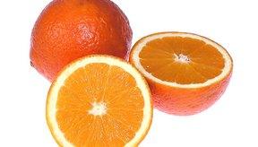 Los ácidos cítrico y ascórbico se encuentran en las naranjas.
