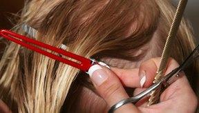 Los peluqueros y estilistas podrían estar en riesgo de experimentar problemas de salud relacionados con el aerosol fijador de cabello.