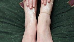 El riesgo de interacción con otros medicamentos es bajo debido a que la pomada no es típicamente absorbida en la sangre, pero debe ser considerada.