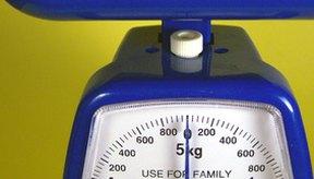 Una báscula de alimentos ayuda a identificar las porciones correctas esenciales para la pérdida de peso.