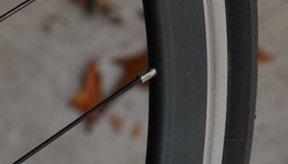 Andar sobre neumáticos que necesitan reemplazo es peligroso.