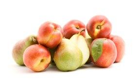 Los alimentos con alto contenido de fibra, como las frutas, pueden ayudar a prevenir el estreñimiento.