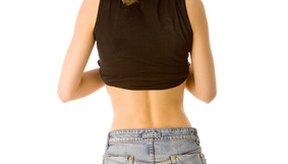 Tonifica tu espalda baja al hacer cardio y ejercicio con peso corporal.