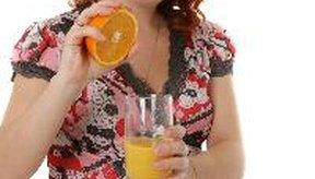 Beber cuatro onzas (0,12 litros) de aceite de ricino mezcladas con jugo de naranja (para suavizar el sabor) es un método antiguo que mucho médicos juran que funciona.