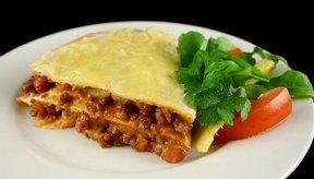 Prepara enchiladas en capas para reducir el tiempo de preparación.