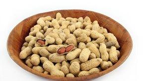 Los cacahuetes crudos contienen varios nutrientes asociados con la reducción del riesgo de padecer enfermedades cardiovasculares y cáncer.