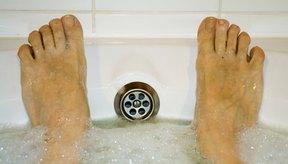 Añade algo de vinagre a un baño caliente para desintoxicarte.