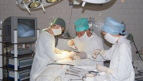 En casos severos de niveles elevados de bilirrubina, la cirugía puede ser necesaria.
