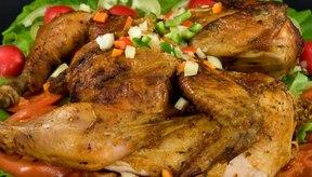 El pollo y otras aves de corral son buenas fuentes de vitamina B12.