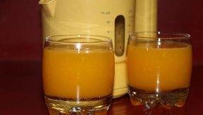 La espinaca, el jugo de naranja y los cereales fortificados con vitaminas contienen ácido fólico