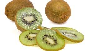 El kiwi es rico en vitamina E.