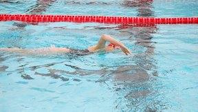 Los ejercicios aeróbicos en el agua son ideales para muchos adultos mayores.