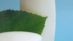 Los productos derivados del petróleo son ampliamente utilizados en una variedad de cosméticos.