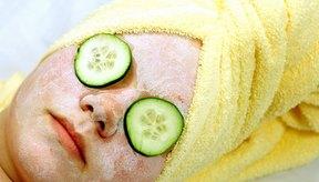 Cuida tu piel luego de haberte sometido a un tratamiento facial para reducir el enrojecimiento.