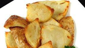 Las cáscaras de las patatas asadas son una fuente saludable de vitaminas y minerales.