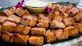 Los ácidos grasos omega-3 del salmón pueden ayudar a reducir el apetito.