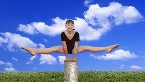 Con el equipo adecuado y un poco de creatividad, puedes practicar gimnasia en casa.
