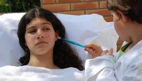 Si otro miembro de la familia contrae varicela, trata de que mantenga el mínimo contacto físico con el bebé.