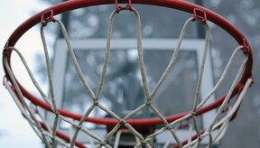 El aro de baloncesto consiste en un aro de metal y una red.