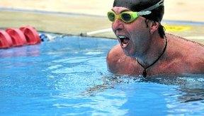 Ejercitarte en el agua fortalecerá los músculos de tus piernas.