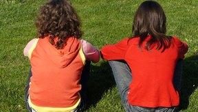 Problemas de granos en el cuero cabelludo de los niños.