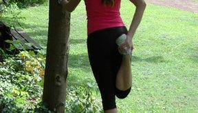 El estiramiento antes y después del ejercicio te ayudará a prevenir lesiones.
