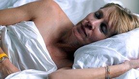 La falta de sueño puede hacer que te sientas con más hambre, así como cansado.