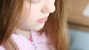 Los piojos pueden combatirse con un poco de acondicionador para el cabello y un peine especial para la extracción de piojos.