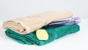 Reúne los artículos de baño antes de tiempo al bañarte con un brazo lesionado.