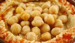 El hummus está hecho de garbanzos.
