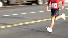 Tanto correr y nadar queman más calorías por hora que la caminata.