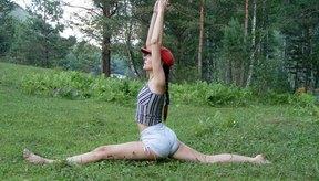 El yoga y el entrenamiento con pesas pueden combinarse para darte un cuerpo fuerte y flexible.