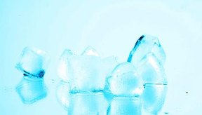 Poner un cubo de hielo sobre el herpes labial puede ayudar a que sane más rápidamente, y también evita que el dolor se extienda.