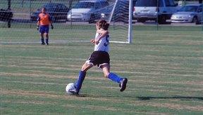 El fútbol es un excelente deporte para niños.